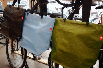 """<span class=""""title"""">自転車用エコバッグ マットブルー、マットブラック入荷!</span>"""